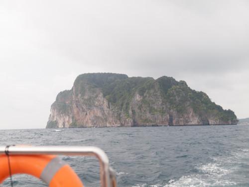 Se vede insula în depărtare