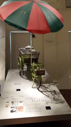 Bicicletă cu mâncare, expusă la Muzeul Național de Istorie- Singapore