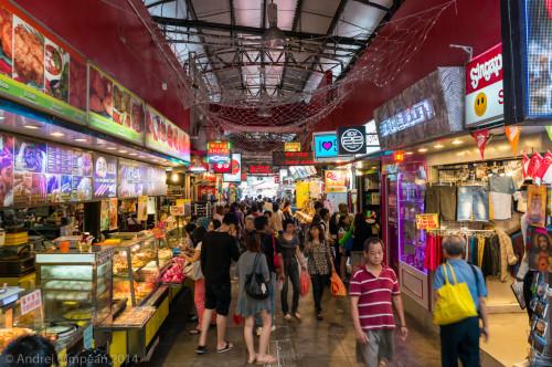Piața de lângă stația de metrou Bugis