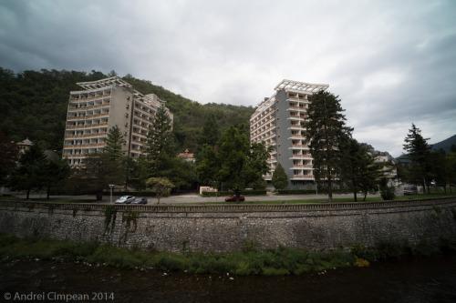 2 hoteluri părăsite