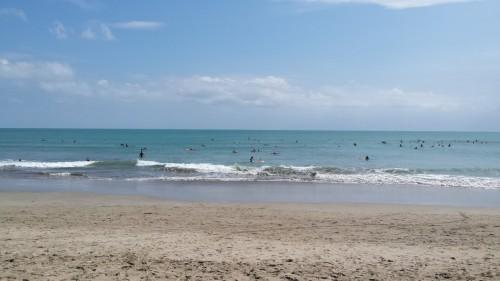 Surferi în căutare de valuri...însă din păcate nu prea erau în ziua respectivă