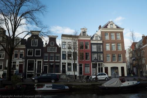 Căsuțe pe marginea canalelor- Amsterdam