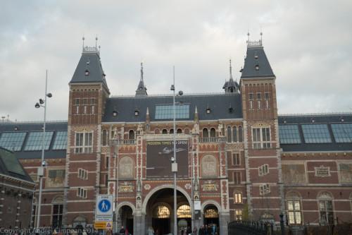 Rijksmuseum pe exterior