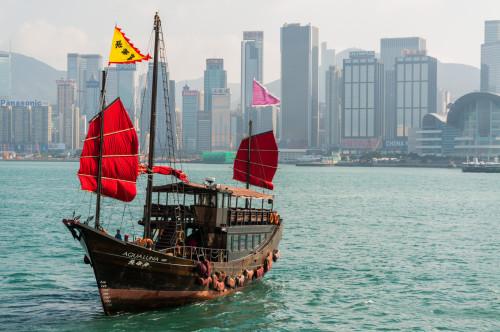 vedere asupra insulei Hong Kong din sudul Kowloon-ului- Tsim Sha Tsui