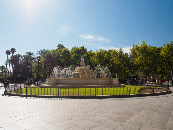 intersecția dintre Calle San Fernando cu Puerta de Jerez, Sevilla