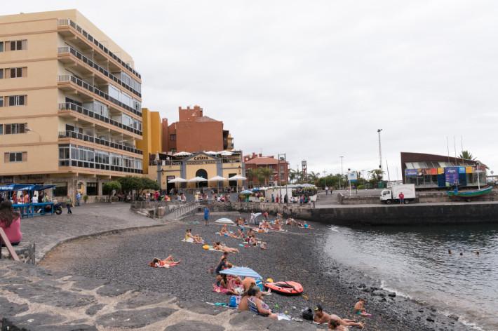 una din plajele din Puerto de la Cruz