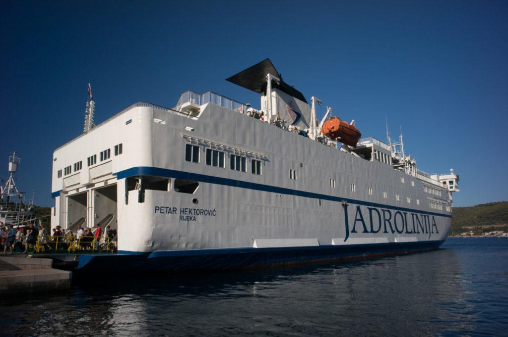 Jadrolinija- cu feribotul între Vis și Split