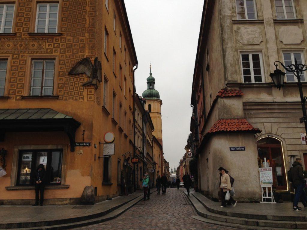 străduță din centrul vechi din Varșovia