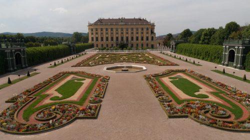 Istorie, plimbări, povești și patiserie la Schoenbrunn