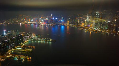 La pas, pe străzile din Hong Kong (insula și Kowloon)